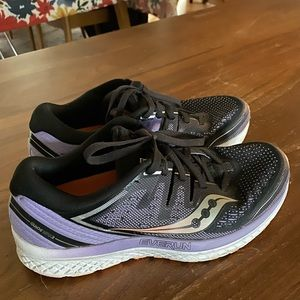 Saucing Guide IS 2 women's running shoes
